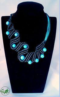 LINART: Kolia. Porcelanowe koraliki w kolorze błękitnym.