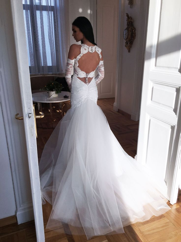 Understated elegance for your magical day in this exceptional wedding gown by #CRISTALLINI #weddingdresses #wedding #bride #inspiration #bridetobe #fashion #fairytale