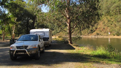 2 Oz Nomads 'Cross the Paddock': Jindabyne - Free camp - Corryong