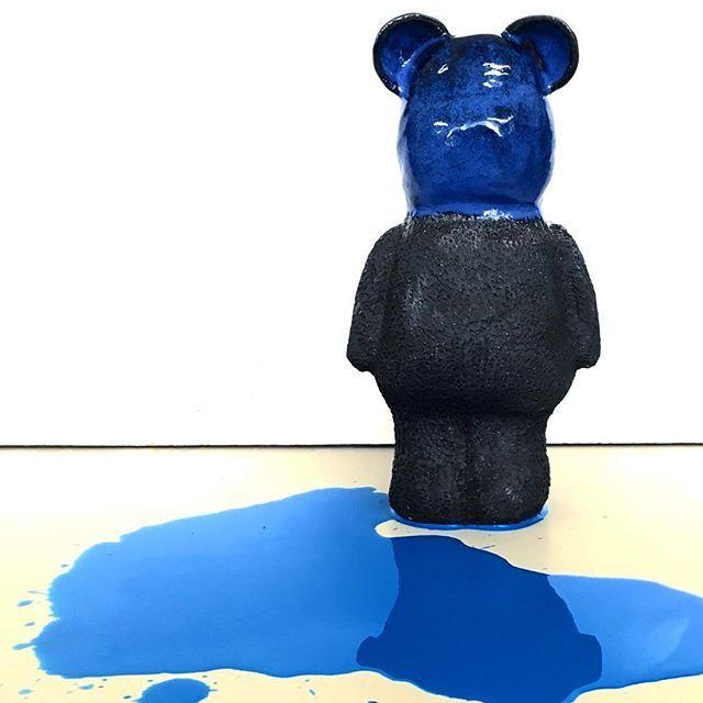 Guilty Teddy Bear 💦 #agceramica #Ceramica #ceramics #ceramique #ceramicart #black #stoneware #teddybear #mess #art #design #arte #caos #paint #dripping #guilty #bear #oso #escultura #sculpture #blue #azul #CRArchive