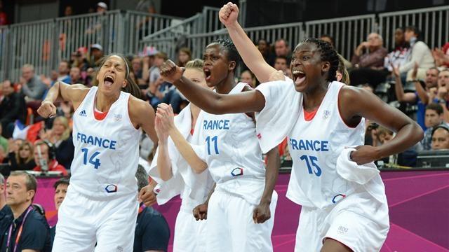 Menées de 12 points par les Tchèques, la France et ses braqueuses se sont qualifiées (71-68) et atteignent les demies pour la première fois.