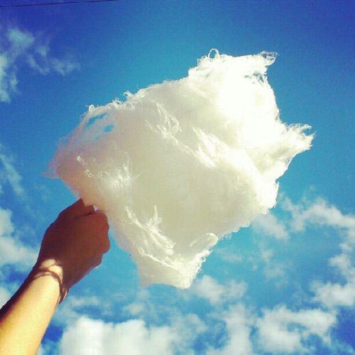 We Heart It 経由の画像 #blue #candy #clouds #cotton #cottoncandy #nice #sky #summer #edes #vattacukor #tủantoàntinhhọc #vanillaflavourloveit