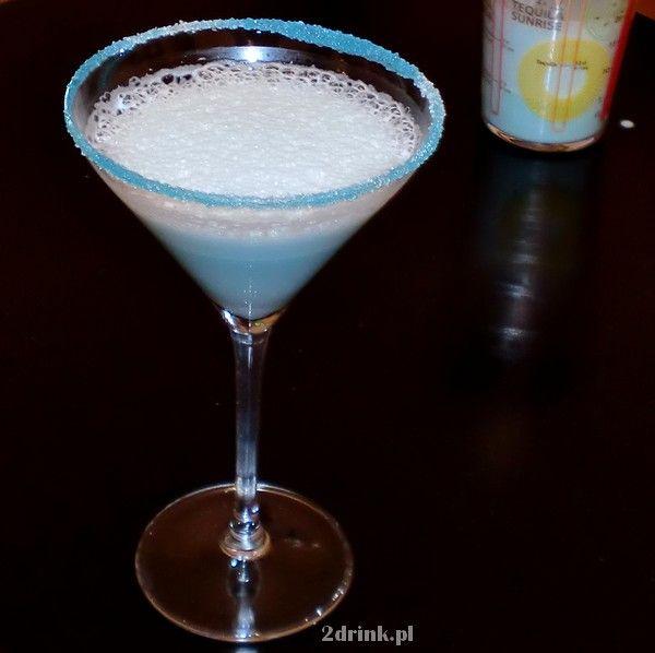 Składniki:  40 ml Malibu 20 ml Blue Curacao (likier) 70 ml mleka skondensowanego Przygotowanie:  Składniki dobrze wstrząsnąć w shakerze z kostkami lodu – żeby mleko się mocno spieniło. Na kieliszku zrobić crustę z Blue Curacao i cukru, wlać zawartość shakera.