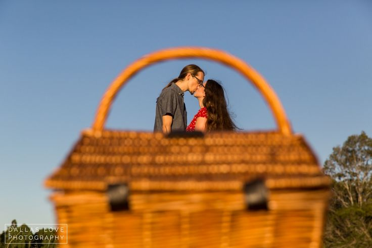 Picnic Engagement Couples Session in the Park .. beryl roberts park » Dallas Love Photography