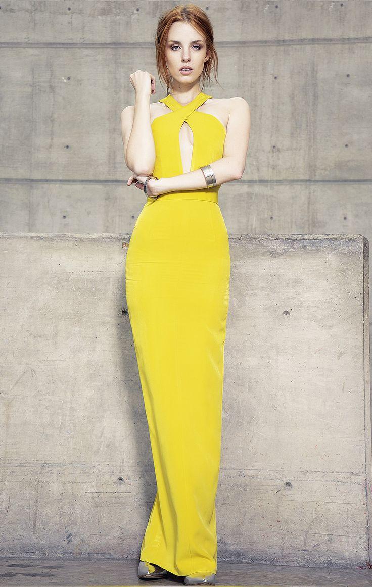 Vestido de fiesta tipo halter con escote pronunciado al frente y falta recta.<br>Color amarillo.