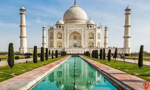 This Agra trip package covers the major tourist places of the city including magnificent Taj Mahal, extensive Agra Fort, and Fatehpur Sikri.