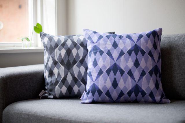 New beautiful cushions by Kajsa Rolfsson Designstudio! #nordicdesigncollective #kajsarolfsson #kajsarolfssondesignstudio #pillow #cushion #pattern #formex #purple #black #grey #fabric #textile #dofa #interiordesign #graphical #romb #linen