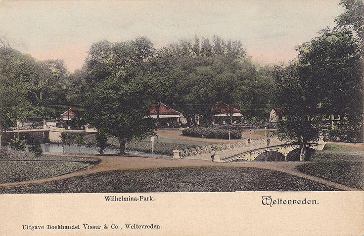 Wilhelmina Park, Batavia, 1910. Now became area of Istiqlal Mosque.