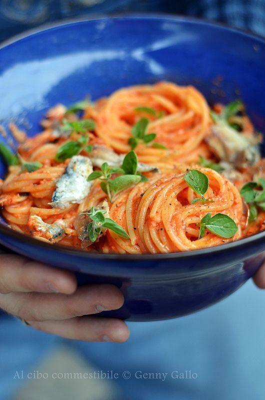 Spaghetti con sarde e crema di peperoni