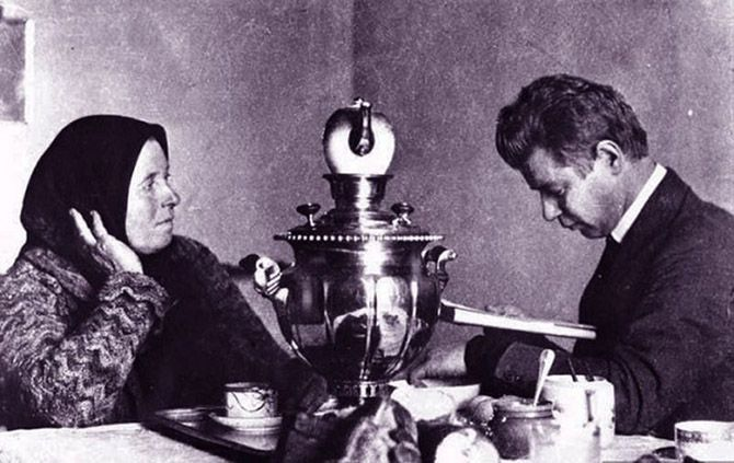 Russian poet Sergei Yesenin reciting his poems to his mother  [::SemAp FB || SemAp G+::]