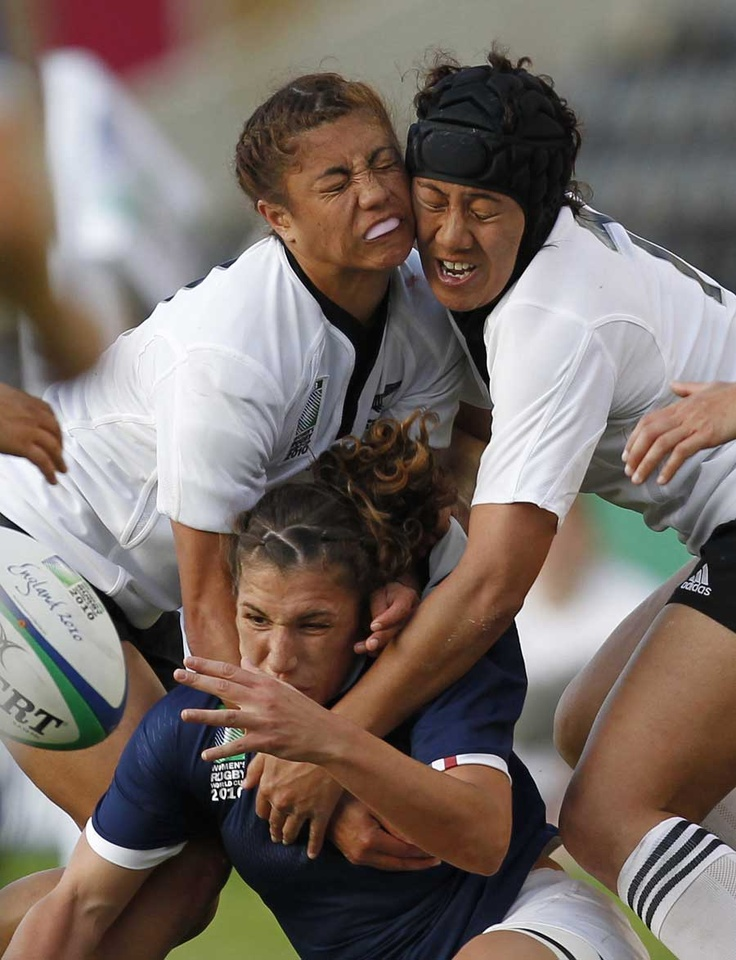 Fanny Horta is tackled by Justine Lavea and Renee Wickliffe