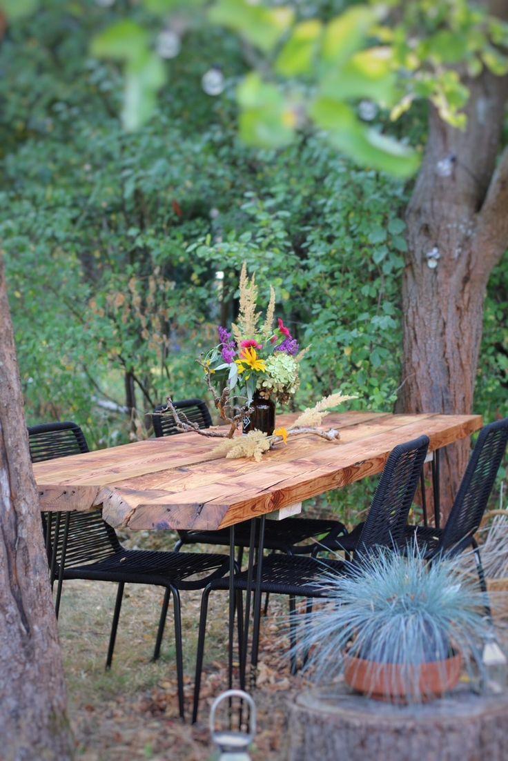 DIY – Gartentisch aus alten Holzbohlen selber bauen