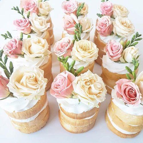 17 Best ideas about Mini Wedding Cakes on Pinterest Individual