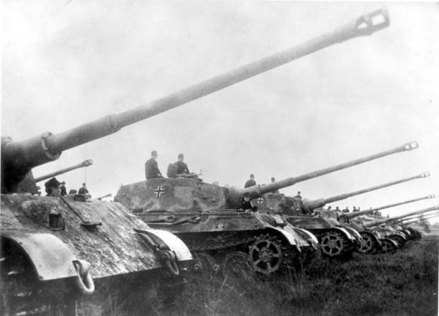 5 King Tigers lined up with barrel raised #WorldWar2 #Tanks