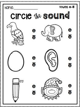 This fun activity is great for learning and reviewing beginning sounds. Perfect for literacy stations, independent work, morning work, homework.. anything! Your kids will love coloring in the black and white pictures and you'll love saving a bunch of ink!