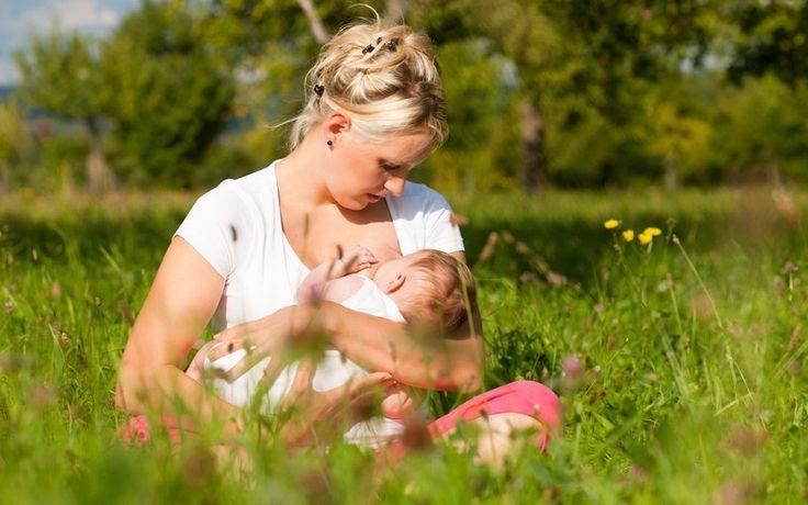 """Многие будущие мамы уверены, что грудное вскармливание испортит форму груди и если и """"решаются"""" кормить, то заранее настраиваются на раннее завершение.   Но на самом деле действительность отличается от устоявшегося мнения:     1. форма груди меняется не в процессе кормления, а во время беременности   2. по мере приближения родов грудь увеличивается за счёт развития железистой ткани, которая впоследствии будет вырабатывать молоко для малыша   3. некоторая часть жировой ткани, которая как раз…"""