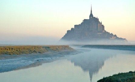 Le Mont-Saint-Michel est-il Breton ou Normand ?   Le Mont Saint Michel est aussi normand que Nantes est en Bretagne ! Alors  breton ou normand ? Petit rappel chronologique de faits historiques...