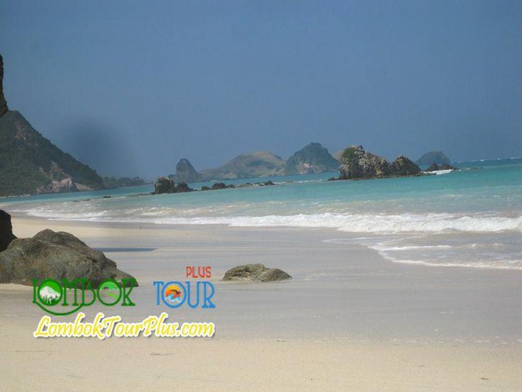 yuuk wisata pantai kuta lombok yang menakjubkan http://lomboktourplus.com/tour-2-hari-1-malam/paket-wisata-pantai-kuta-dan-wisata-kota/