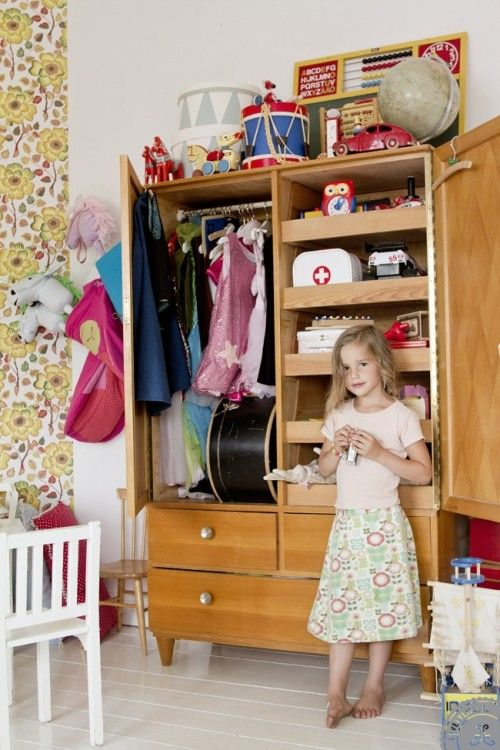 Decoracion Vintage Habitaciones ~ one heckuva play cabinet and an extra cute playroom