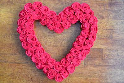 Valentines Day Felt Rosette Wreath: Valentine'S Day, East Coast, Heart Wreaths, Felt Rosette, Valentines Day Wreaths, Cute Wreaths, Felt Heart, Coast Mommy, Rosette Wreaths