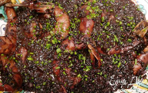 Рецепт – Черный рис с креветками