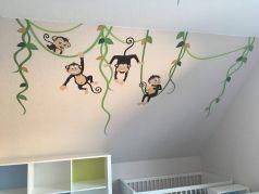 Um das #Kinderzimmer der #Zwillinge etwas aufzupeppen, haben wir uns für ein Wandtattoo mit Affen entschieden. Ihr könnt außerdem lesen, für welche Möbel wir uns entschieden haben, welchen #Zwillingskinderwagen wir nutzen und welche Autositze.