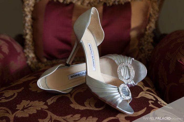 Zapatos Tratados Como Una Joya Un Clásico Zapatos Anillos De Boda Boda De Día