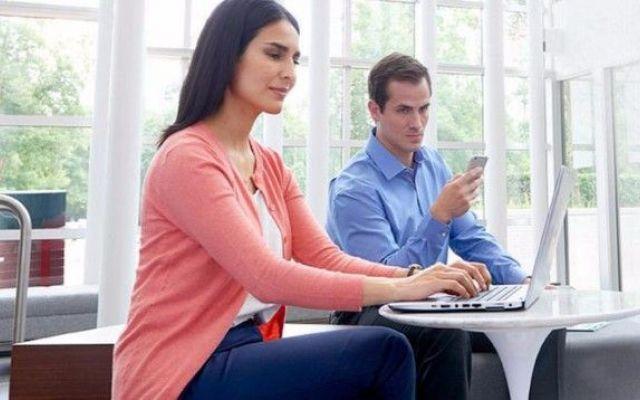 SureView. La soluzione di HP per proteggere i PC da sguardi indiscreti Quando ho letto questa notizia, ho subito pensato ai primi schermi opachi che tutti i portatili tendevano ad avere per esser meglio usabili anche all'aperto. Peccato che, in casa, fossero poco leggib #hp #computer #privacy