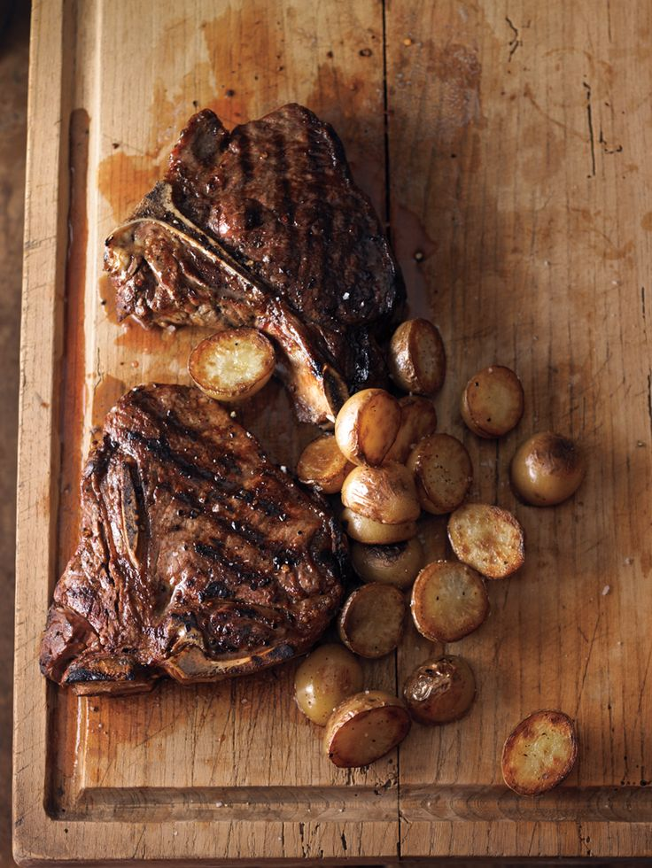 Tuscan-Style Steak with Crispy Potatoes. Holy yummy foodgasm..this looks awesome