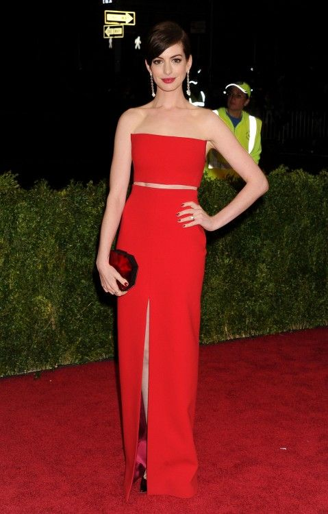Anne Hathaway stunning at the Met Gala, NYC 2014