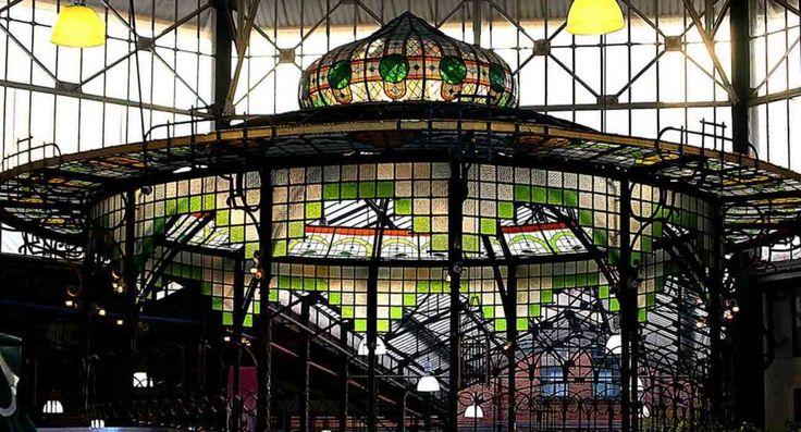 Arquitectura de hierro forjado en el Mercado La Victoria de Puebla, México