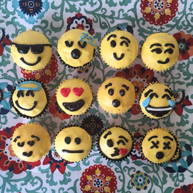 Cupcake Decorating Ideas Smiley Faces : 17 Best images about cup cakes on Pinterest Smiley faces ...