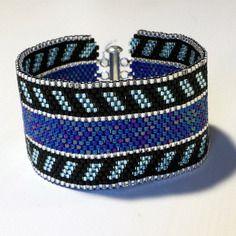Bracelet bleu et noir tissage peyote en perles miyuki