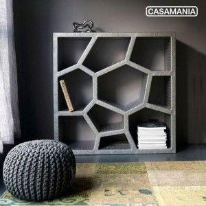 Libreria Opus Incertum di Casamania e pouf in maglia. Disponibile nello store online: www.ogarredo.com
