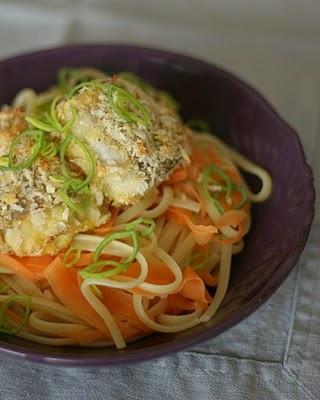 Sprø seifilet med pasta og gulrotstrimler (Crispy coalfish w/pasta and carrot strips)
