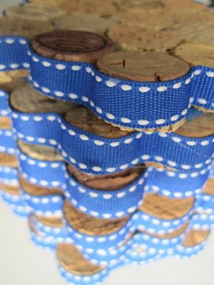 DIY: Cute wine cork coasters