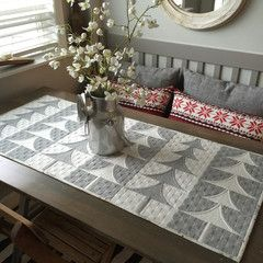 Free Patterns – Christmas holiday table runner - Sew Kind of Wonderful
