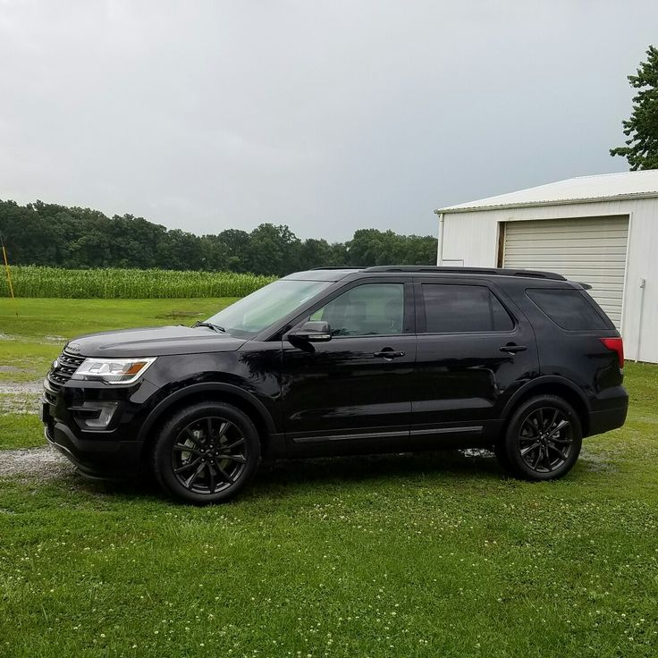 2017 Ford Explorer w/sport appearance package