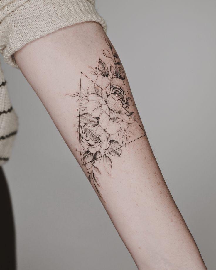 Bild könnte enthalten: eine Person oder mehr #tattoos – Flower Tattoo Designs