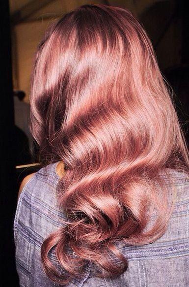 Coloration tendance: rose gold hair © Pinterest Bunny Bun