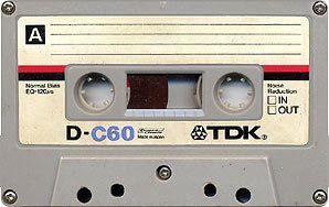 """Se sei nato tra gli anni '70 e gli anni '80 hai avuto a che fare con questo oggetto """"mitologico"""" (per le nuove generazioni) che si chiama musicassetta. Quante ne abbiamo comprate e quante ne abbiamo create, poi la tecnologia è andata avanti e adesso (che anche il CD ormai è obsoleto) magari abbiamo scatoloni pieni di musicassette che non possiamo più sentire."""