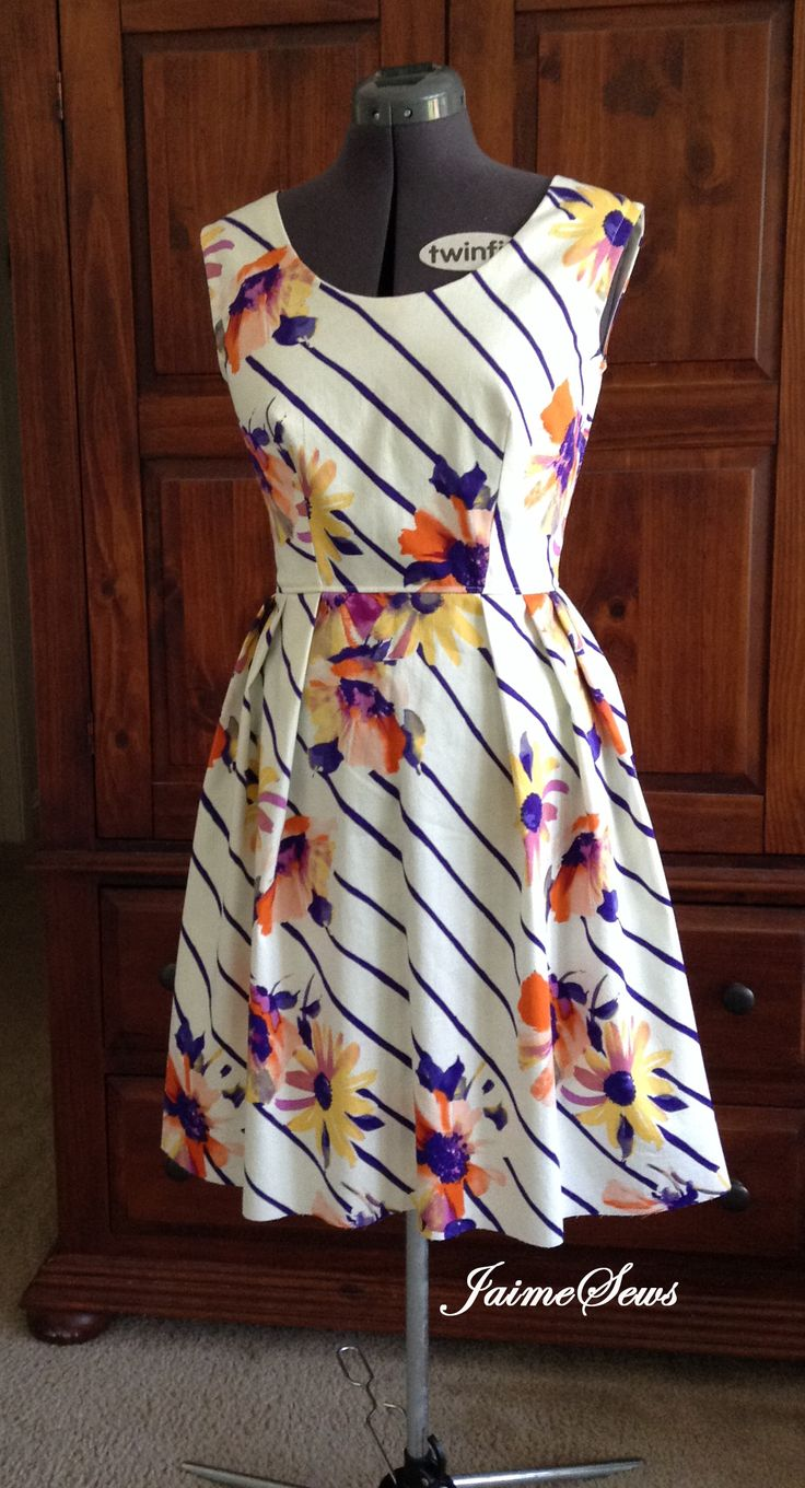 Garden Party Dress - free pattern and instructions - misses sizes 8 - 16