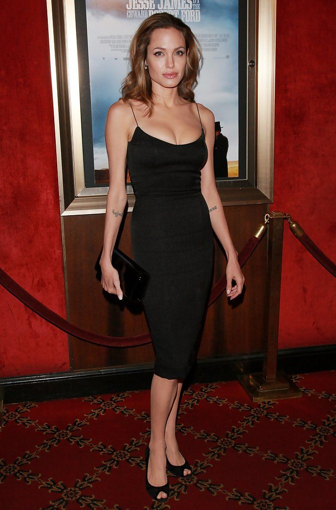 Angelina Jolie Photos Photos - Premiere Of The Assassination Of Jesse James By The Coward Robert Ford - Zimbio