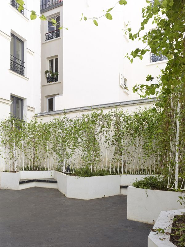 Raised bed with built-in benches // H2O Architectes