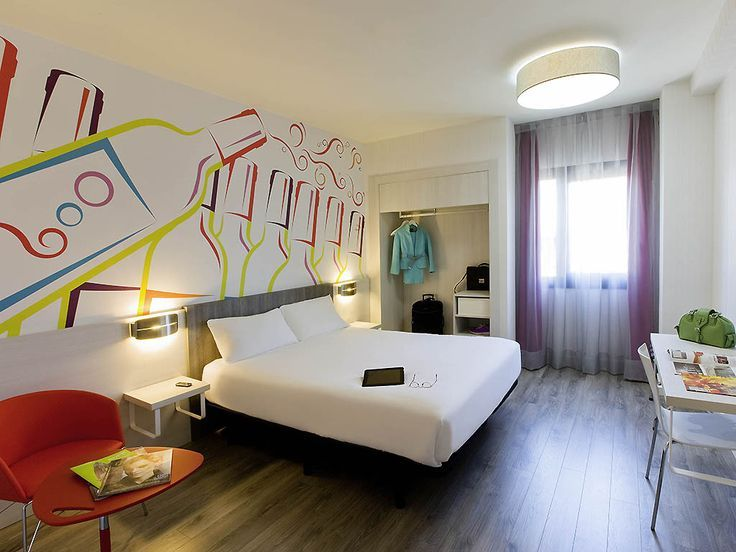 Hotel Ibis Styles Madrid Prado Reserva Tu Hotel Budget En Madrid Budget En Hotel Ibis Madrid Pra Decoracao Quarto Masculino Decoracao De Quarto Quarto