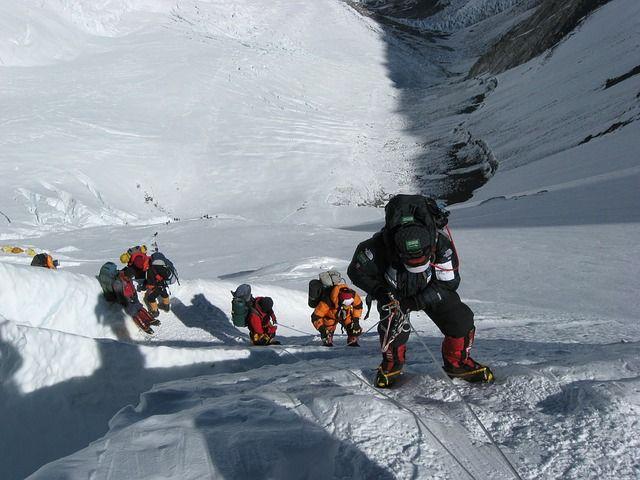 Escalar el Monte Everest, todo lo que hay que saber - http://vivirenelmundo.com/escalar-el-monte-everest-todo-lo-que-hay-que-saber/5147