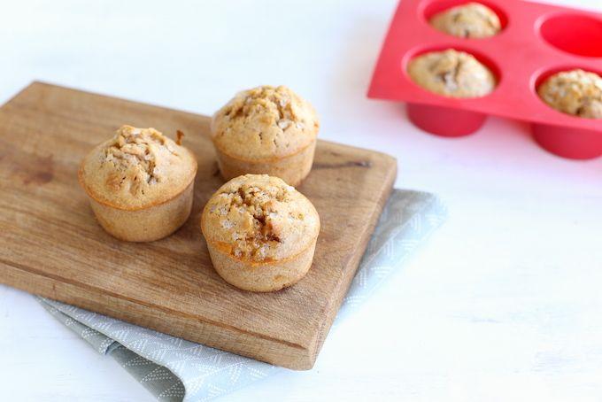 We dachten, het is weer eens tijd voor lekkere muffins. We maakten deze stroopwafel-kaneelmuffins, afgemaakt met een klein beetje kandijsuiker.