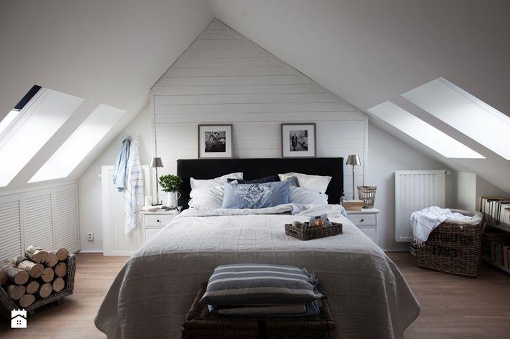 Dwupoziomowy apartament na Kabatach - Średnia sypialnia małżeńska na poddaszu, styl skandynawski - zdjęcie od WWW.STUDIO-INACZEJ.PL