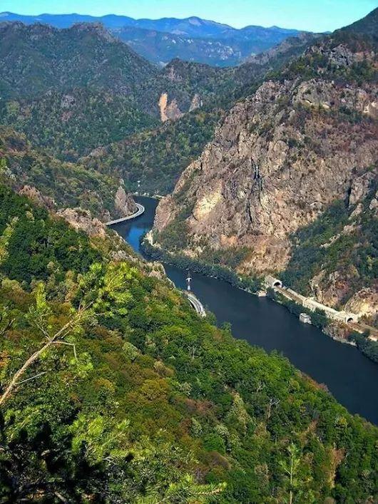Olt river Defile, Cozia, Romania