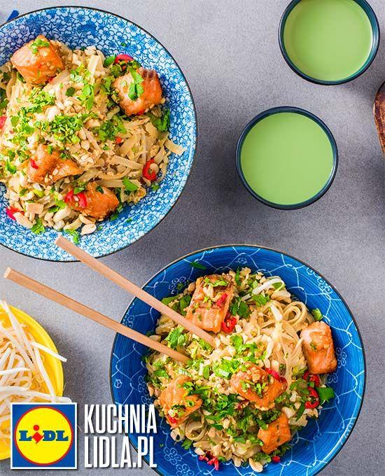 Pad thai z warzywami i pieczonym łososiem. Kuchnia Lidla - Lidl Polska #padthai #okrasa #azja #losos